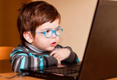 child using computer, internet, browsing, kid friendly, safe search, google, kiddle, youtube kids