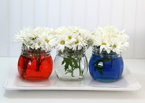 red-white-and-blue-table-decor
