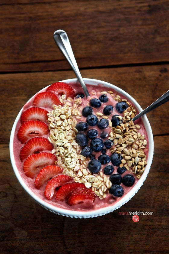 strawberry, smoothie, acai, bowl, breakfast, recipe, healthy, superfruit, fam frenzy