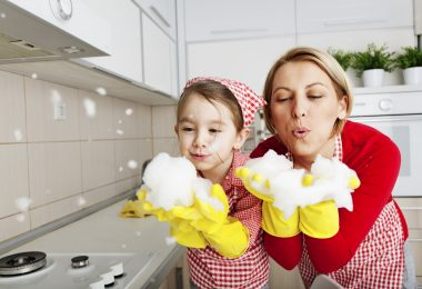 Blowing Foam -Fun In The Kitchen